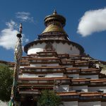 慈悲の祈りを 西蔵経宝篋印塔特集