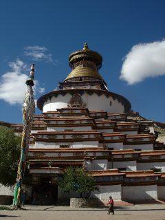ギャンツェの中心的存在の寺院、パンコル・チューデ。その存在感に圧倒される(2005年チベット)