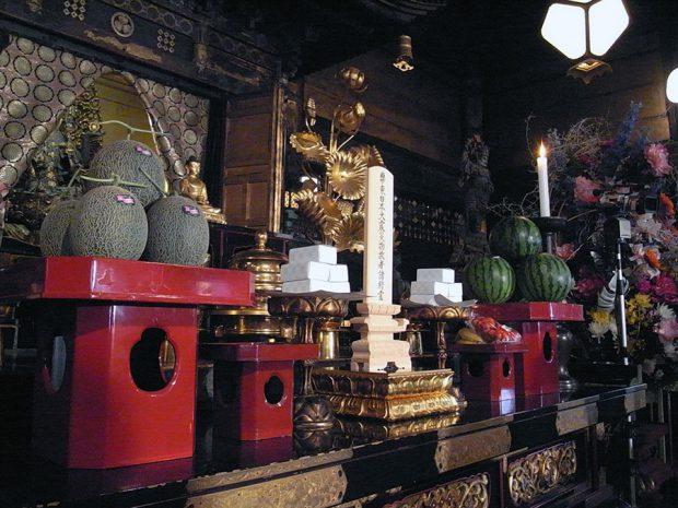 護国寺本尊 如意輪観世音菩薩の宝前に安置された位牌