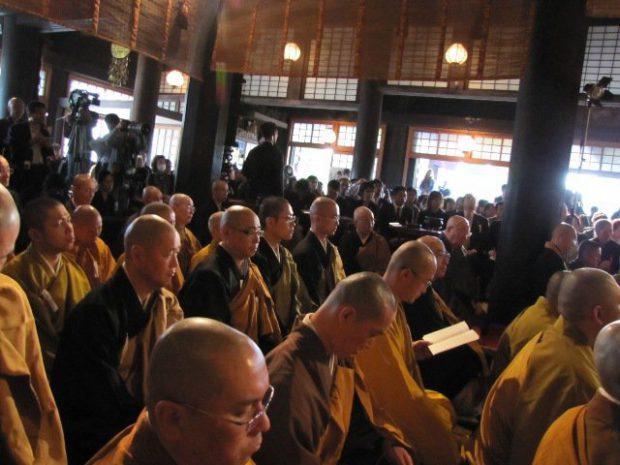 宗派を超えて集う僧侶たち